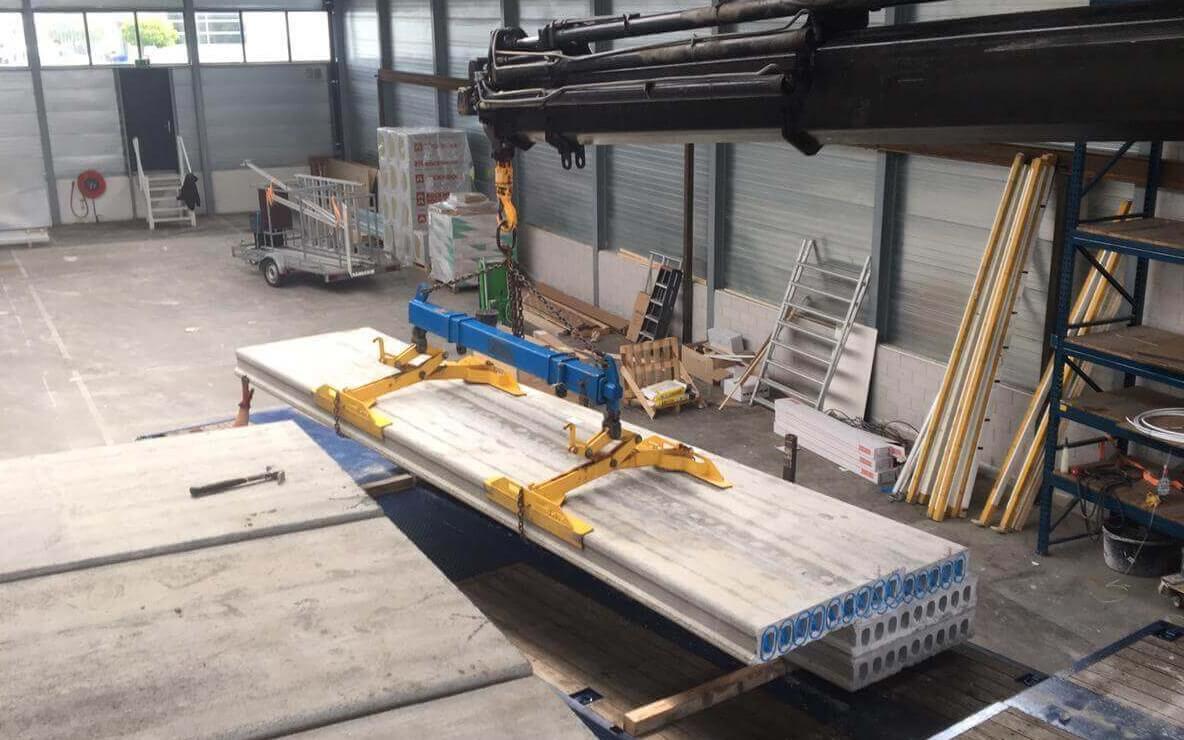 building-supply-kanaalplaatvloer-inpandig-kantoorpand-autolaadkraan